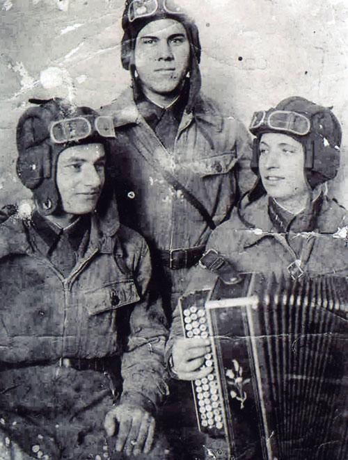 Три танкиста, текст песни, аккорды на гитаре, видео разбор