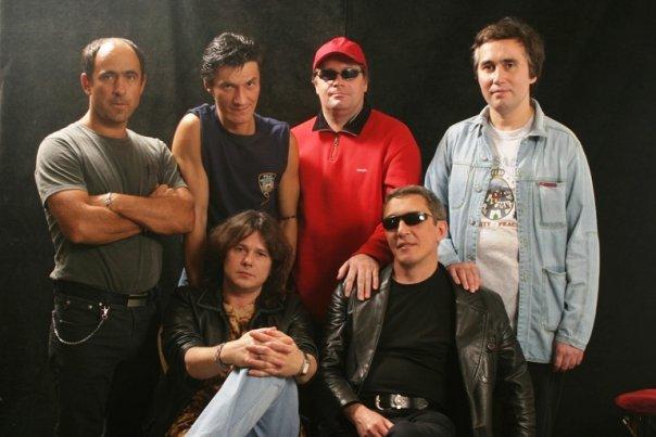 Группа Разные люди - тексты песен, аккорды, видео разбор