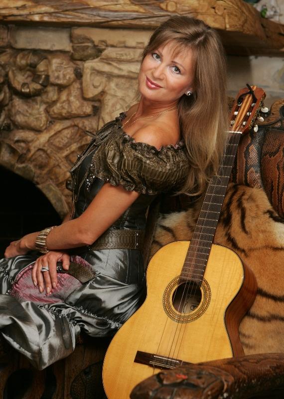 Вика Цыганова тексты песен, аккорды на гитаре, разбор